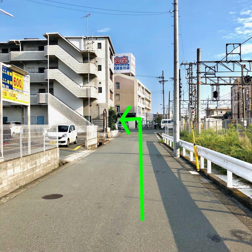 道順:突き当りを左に曲がれば当院があります。